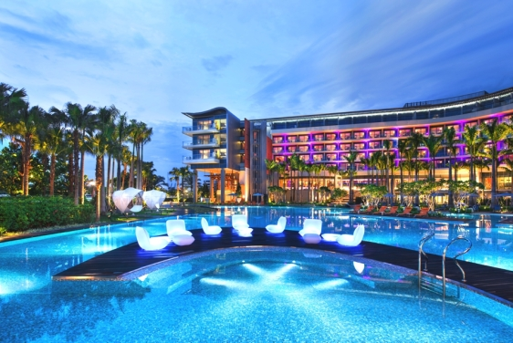 W-Singapore-Sentosa-Cove-Singapore-pool-www.nexustravelsolutions.com-Luxury-Bespoke-Holidays